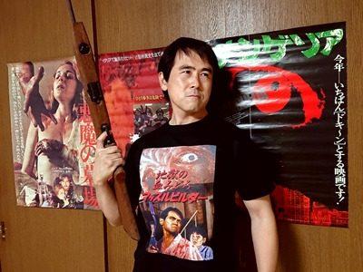 「地獄の血みどろマッスルビルダー」Tシャツ着用見本画像