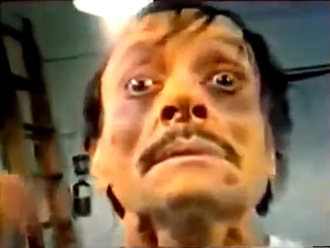 映画「悪魔の毒々ゾンビーズ」の二日酔いの人風ゾンビ